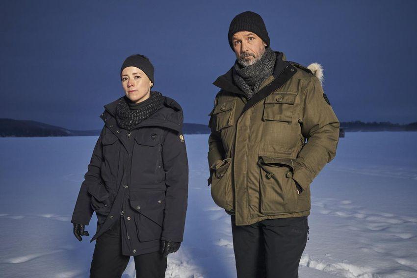 "John Cardinal과 Liz DeLorm 이후 Billy Campbell과 Karen Vanas는 탐정 시리즈의 심장이자 영혼입니다. ""기본."""