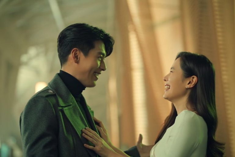"""한국 배우 선 이진, 커플 첫 광고에서 남자 친구 현빈에게 """"나는"""""""