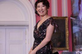 Stop Asian Hate 시위에서 말하는 Sandra Oh : '아시아 인이 된 것을 자랑스럽게 생각합니다'