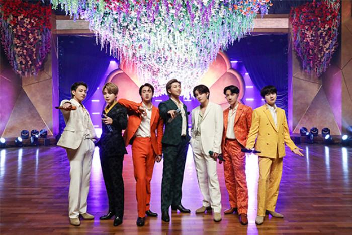 방탄 소년단의 영어 신곡 다음달 공개