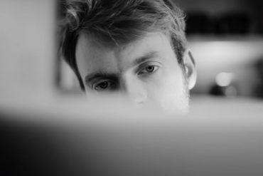 "Apple은 ""Behind the Mac""이라는 두 개의 새로운 광고를 공유합니다."