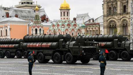 한 고위 군 관계자는 중국과 러시아가 미국보다 더 빨리 핵무기를 현대화하고 있다고 경고합니다.
