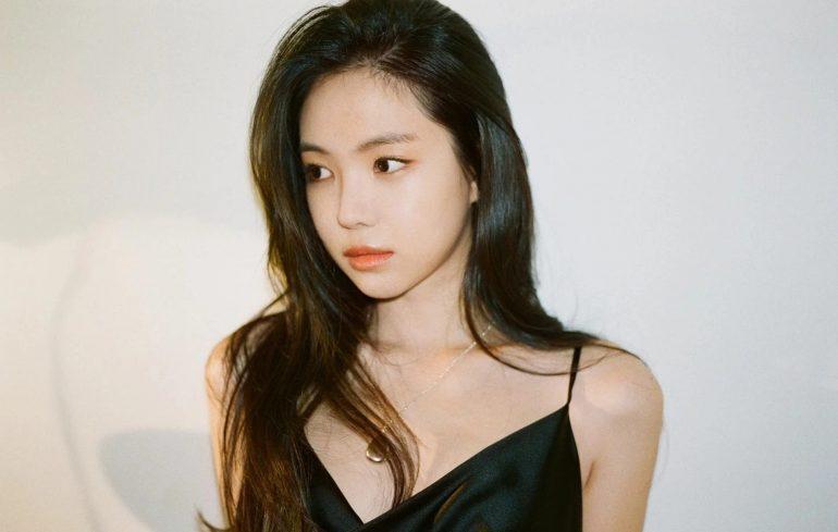 에이 핑크 멤버 손 나은, YG 엔터테인먼트와 배우로 공식 계약