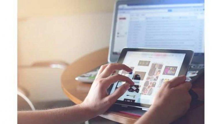 온라인 수업을 들으려면 Android 노트북이나 태블릿을 구입해야합니까?