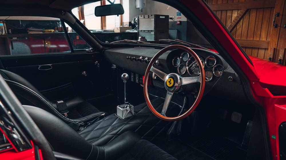 Bell Sport & Classic의 레저 Ferrari 330 LMB의 인테리어 디자인.
