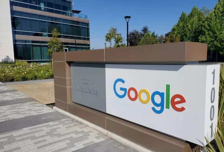Google에는 가짜 뉴스에 대해 알려주는 새로운 검색 기능이 있습니다.