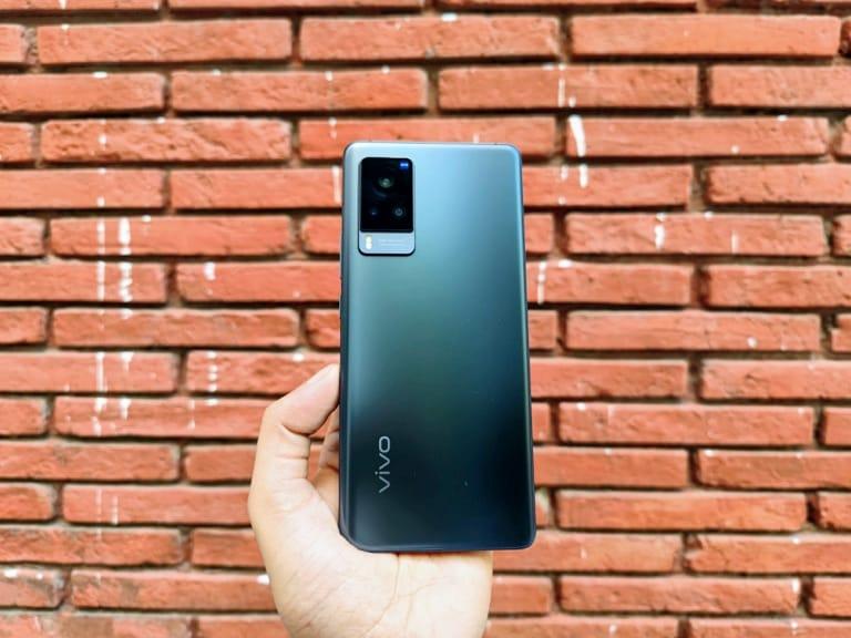 아니오 8 |  Vivo iQoo 7 |  6.62 인치 AMOLED 디스플레이가 있으며 Qualcomm Snapdragon 870 SoC로 구동됩니다.  (배우 사진 : Sahel Mohan Gupta)