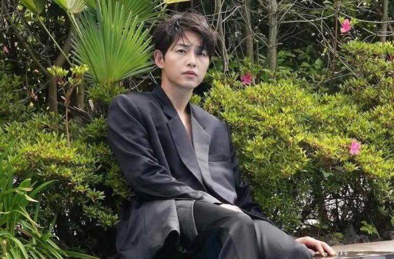 한국 배우 송중기가 공동 출연자의 집에서 샤워를 고집 한 이유는?