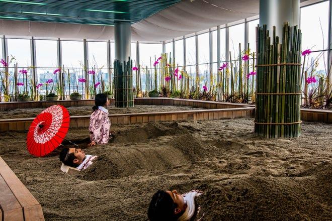 뉴저지 에지 워터에있는 SoJo Spa Club의 화산 모래 목욕