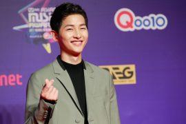HONG KONG, HONG KONG - DECEMBER 01:  Actor Song Joong-ki attends 2017 Mnet Asian Music Awards at Asia World-Expo on December 1, 2017 in Hong Kong, Hong Kong.  (Photo by Visual China Group via Getty Images/Visual China Group via Getty Images)