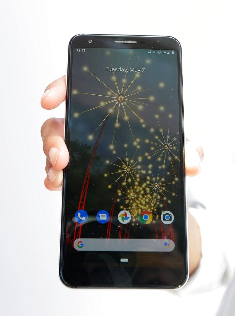 3 번 |  Google Pixel 3a : Google에서 단종 된 미드 레인지 스마트 폰입니다.  (사진 설명 : AP)