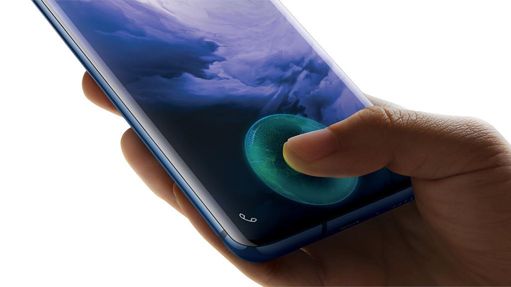 아니오 7 |  OnePlus 9 |  120Hz 재생률을 지원하는 6.55 인치 AMOLED 디스플레이가 있으며 Qualcomm Snapdragon 888 프로세서로 구동됩니다.