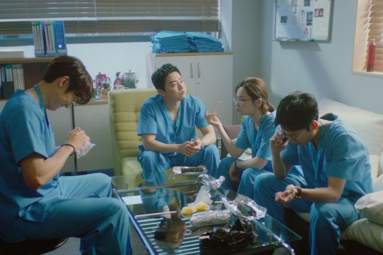 Hospital 2 재생 목록은 tvN 역사상 첫 번째 에피소드, 엔터테인먼트 뉴스 및 주요 뉴스에서 가장 높은 시청률을 기록했습니다.