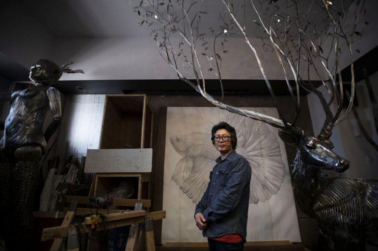 수상 경력에 빛나는 한국 조각가, 가족을 콜로라도 스프링스로 이전 |  예술과 오락