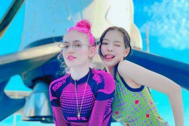 Blackpink의 Jenny와 가수 Grimes는 로켓 사진, 엔터테인먼트 뉴스 및 주요 기사로 소문을 촉발시킵니다.