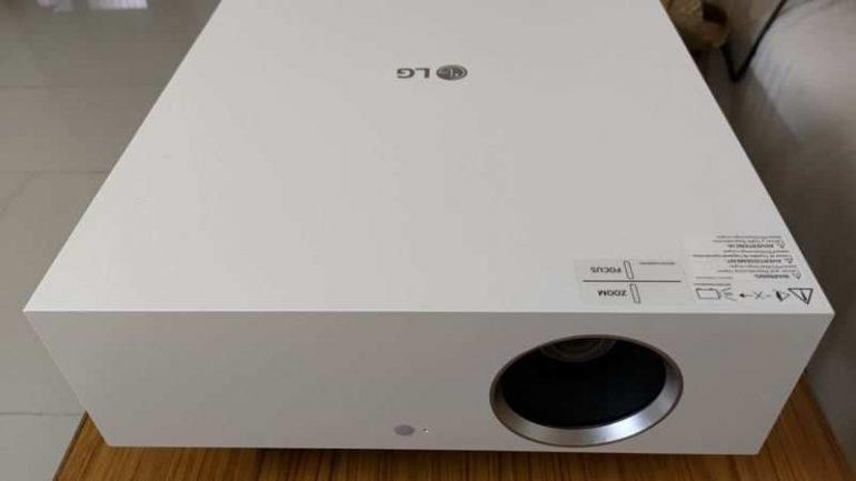 LG ThinQ Cinebeam 'HU810PW' 4K 프로젝터 리뷰: 기능 가득