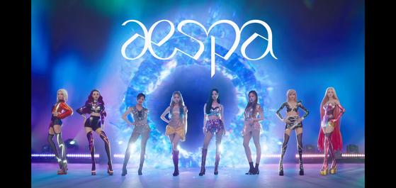 """에스파 """"에이"""" 또는 컴퓨터 생성 아바타의 형태로 그룹의 뮤직 비디오에 등장하는 가상 세계에서 자아를 바꾸십시오. [SCREEN CAPTURE]"""