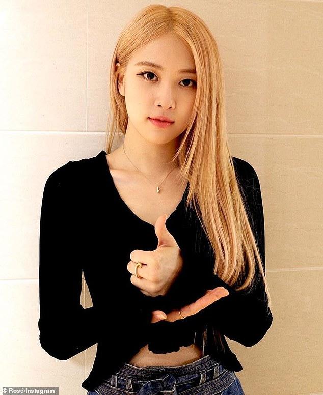 국내: 블랙핑크는 한국인이지만 로제는 뉴질랜드에서 태어나 호주 멜버른에서 자랐다.